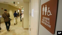 La Corte Suprema de EE.UU. decidió no fallar sobre el caso presentado por un estudiante transgénero por el uso del baño en la escuela.