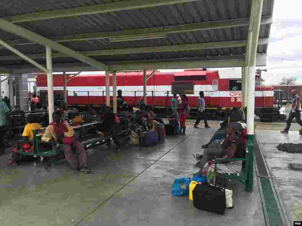 Comboio na Estação de Moatize, Moçambique