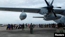 Balafira C-130 ya artêşa Amerîkayê roja Duşemê alîkarî gihande qurbaniyên bahoza Filîpînê.