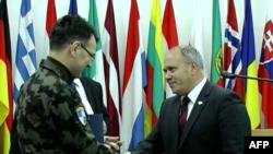 Natoja i dorëzon Maqedonisë kampin e fundit në këtë vend