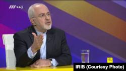 ایران کے وزیر خارجہ جواد ظریف سرکاری ٹیلی وژن چینل تھری کے ایک لائیو شو میں۔ 26 اگست 2018