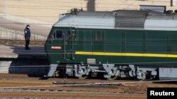 김정은 북한 국무위원장을 태운 것으로 보이는 특별열차가 8일 중국 베이징역에 도착했다.