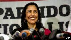 L'ex-Première dame du Pérou, Nadine Heredia, anime une conférence de presse à Lima, Pérou, 21 octobre 2015.