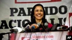 Bekas ibu negara Peru, Nadine Heredia, berbicara dalam sebuah konferensi pers di Lima. (Foto: Dok)