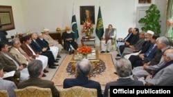 2016年1月15日,巴基斯坦总理谢里夫在总理府与主要政治领导人开会探讨中巴经济走廊项目。
