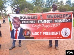 Douglas Mzonwora's supporters (VOA)