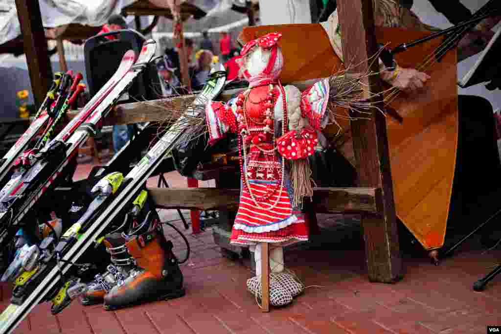 Maslenitsa doll awaits her fate with ski at the Rosa Khutor resort. (V. Undritz for VOA)