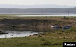 A general view showing low water levels on the Kariba dam in Kariba, Zimbabwe, Feb. 19, 2016.