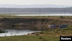 A general view showing low water levels on the Kariba dam in Kariba, Zimbabwe, Feb. 19, 2016.