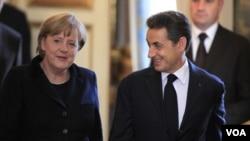 La canciller alemana Angela Merkel y el presidente francés Nicolas Sarkozy han pedido a las 17 naciones que usan el euro, adoptar presupuestos balanceados.