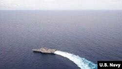 """美国海军""""加布里埃尔·吉福兹号"""" 濒海战斗舰 (USS Gabrielle Giffords) 2020年6月30日在南中国海行动(美国海军照片)"""