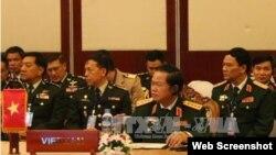 Đại tướng Đỗ Bá Tỵ, Tổng Tham mưu trưởng QĐND Việt Nam, tại hội nghị Tư lệnh Quốc phòng ASEAN. (Ảnh: Phạm Kiên – P/v TTXVN tại Lào). Ảnh chụp màn hình trang web vtv.vn