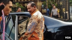 Kapolri Jenderal Badrodin Haiti saat mengunjungi rumah ibunda Presiden Jokowi di Solo akhir pekan lalu (VOA/Yudha).