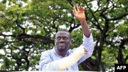 Gần đây nhà lãnh đạo đối lập Besigye phát động các cuộc tuần hành 'đi bộ đi làm' để phản đối tình trạng giá lương thực và nhiên liệu tăng cao