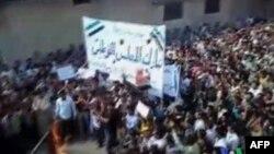 Forcat siriane të sigurisë qëllojnë mbi pjesëmarrësit në funeral