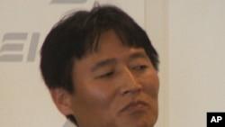 Defector Kim Kwang-jin discussed North Korean economic hardships at the American Enterprise Institute in Washington, 28 April 2010