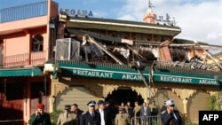 Bom nổ phá hủy mặt tiền của tiệm cà phê hai tầng ở quảng trường Jemaa al-Fna, một địa điểm đông du khách