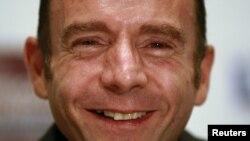 被认作为第一名痊愈的艾滋病患者布朗微笑面对记者会