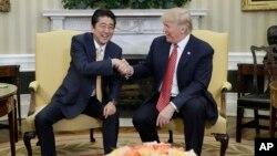 သမၼတအိမ္ျဖဴမွာ ဂ်ပန္ဝန္ႀကီးခ်ဳပ္ Shinzo Abe နဲ႔ သမၼတ Trump ေတြ႔ဆံု။