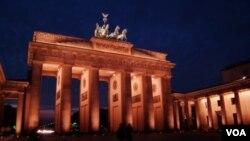 Las celebraciones tuvieron lugar en las calles de Berlín, principalmente en el monumento al muro.
