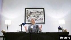 Direktur IMF Christine Lagarde dalam sebuah konferensi pers di Brussels (12/2). (Reuters/Yves Herman)