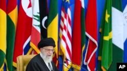 Pemimpin tertinggi Iran Ayatullah Ali Khamenei menyampaikan sambutan di hadapan para peserta Konferensi Internasional ke-6 untuk mendukung Intifada Palestina di Teheran, Iran, 21 Februari 2017. (AP Photo/Ebrahim Noroozi).