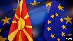 Bendera ya Macedonia pamoja na ya EU
