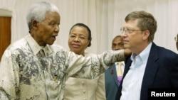 La Academia de Liderazgo Africano (ALA) busca a los Nelson Mandela y Bill Gates del futuro. Encuentro de los personajes en 2003 en Johannesburgo.