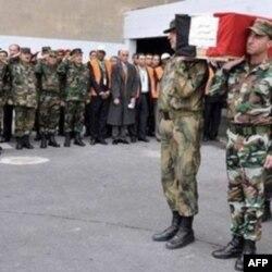 Brigada generali Isa al-Xuliy uyi oldida otib o'ldirilgan