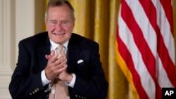 """美国前总统""""老布什"""""""