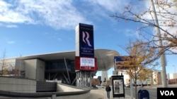 波士顿会展中心-罗姆尼团队大选夜活动在这里举行(美国之音 杨晨拍摄)