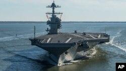 福特号在维吉尼亚州纽波特纽斯即将进行首次下水试航时的照片(美国海军提供)