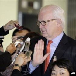 U.S. nuclear envoy Stephen Bosworth (R) is surrounded by reporters after meetings in Tokyo, 22 Nov 2010