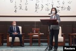 台湾总统蔡英文在台北会晤到访的澳大利亚前总理阿博特。(2021年10月7日)
