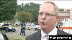 Don Aaron, portavoz de la policía de Nashvile confirmó que el pistolero fue abatido por agentes de la policía que respondieron a la emergencia.