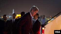 ທ່ານ John Kerry ລັດຖະມົນຕີ ຕ່າງປະເທດ ສະຫະລັດ ເດີນທາງໄປ ນະຄອນເຈນີວາ ເພື່ອເຂົ້າຮ່ວມ ການເຈລະຈາ ກ່ຽວກັບນິວເຄລຍ ກັບອີຣ່ານ.