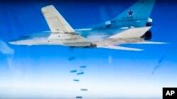El presidente Obama hizo hincapié en la importancia de que Rusia ahora juegue un papel constructivo mediante el cese de la campaña aérea contra las fuerzas de oposición moderadas en Siria.