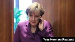ABD Ulusal Güvenlik Dairesi'nin Almanya Başbakanı Angela Merkel'in cep telefonunu dinlediğine yönelik iddialar iki ülke arasında sorun yarattı.
