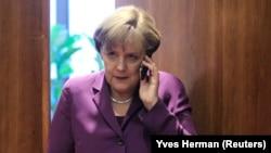 Kanselir Jerman Angela Merkel hari Kamis 24/10 menyatakan ketidaksenangannya atas munculnya laporan soal spionase Amerika terhadap dirinya (foto: dok).