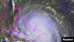Cơ quan khí tượng quốc gia dự báo bão Joaquin sẽ thổi qua quần đảo Bahama vào ngày thứ Năm và thứ Sáu.