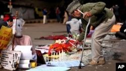 Memorial improvisado da jovem indiana, violada e assassinada em Nova Delhi