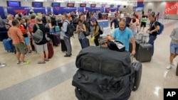 Al quedar sin red, Delta tuvo que dejar en tierra unos mil vuelos en Estados Unidos y otras partes del mundo.