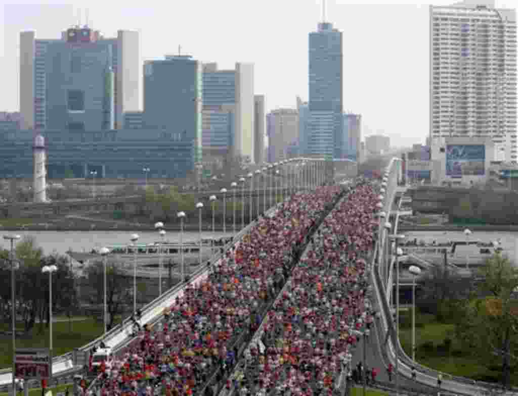 Thousands of athletes pass a bridge over the Danube river shortly after the start of the Vienna city marathon, in Vienna, Austria, on Sunday, April 18, 2010. (AP Photo/Ronald Zak)