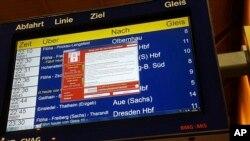 Una pantalla de error en la estación de trenes Chemnitz en Alemania, uno de los sistemas afectados en el ciberataque.