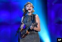 La cantante de 14 años, Grace VanderWall, durante el programa Billboard Women in Music 2017.