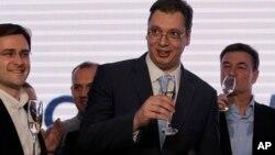 Lider SNS-a Aleksandar Vučić proslavlja pobedu na izborima u Srbiji