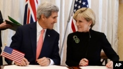 Ngoại trưởng Mỹ John Kerry và Ngoại trưởng Australia Julie Bishop tại Sydney, ngày 12/8/2014.
