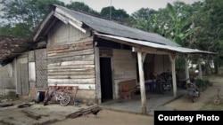 Model rumah asli transmigran tahun 1970-an yang masih berdiri sampai saat ini di Lampung Tengah. (Foto: Sutopo Adi)
