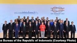 Presiden Joko Widodo berfoto bersama pimpinan dan kepala negara anggota G20 di Hamburg Jerman Jumat 7 Juli 2017. (Foto courtesy: Biro Pers Kepresidenan RI).