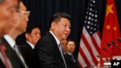 پرو سربراہ کانفرنس میں چین کے صدر زی جن پنگ عالمی راہنماؤں کے ساتھ۔ 19 نومبر 2016